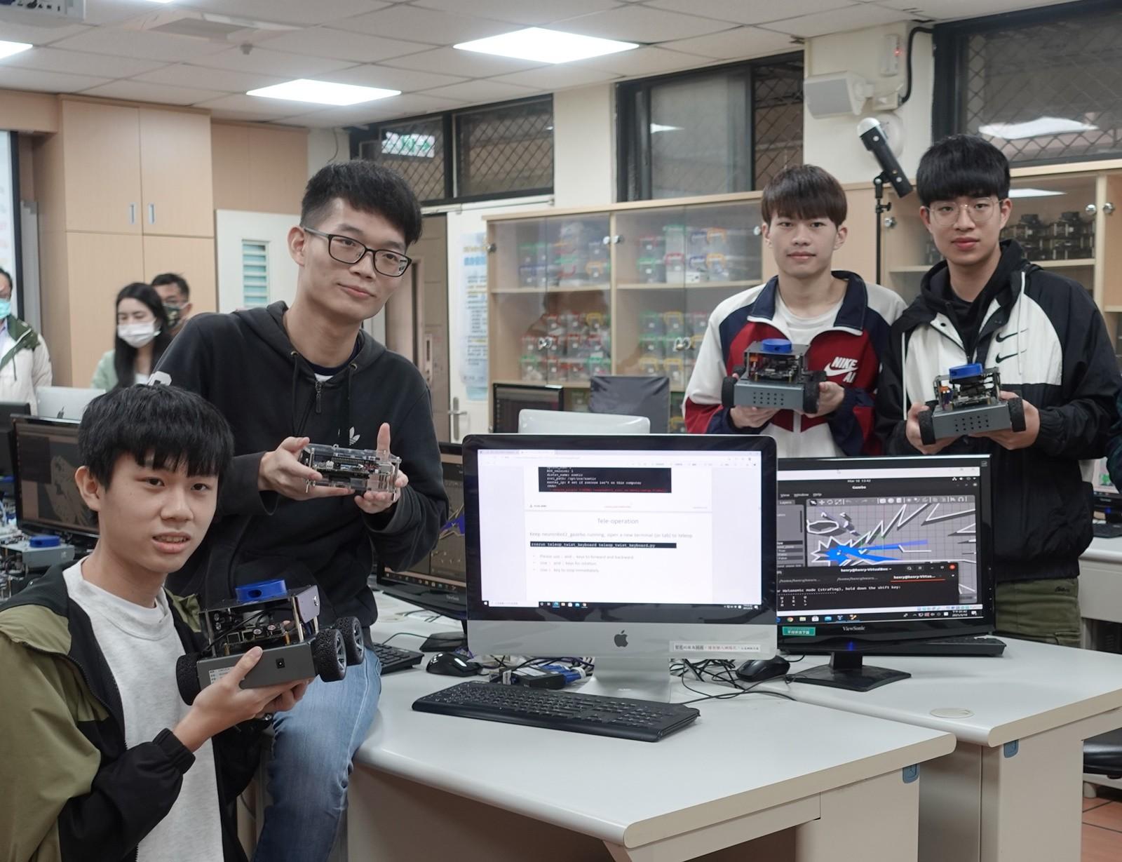 中原大學積極扎根資訊科技教育,資訊系打造全台第一個AI機器人5G專網實驗室。.jpg