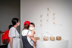 中原大學推廣傳統竹編工藝之美,展出參與推廣傳習計畫之國中小學生作品.jpg