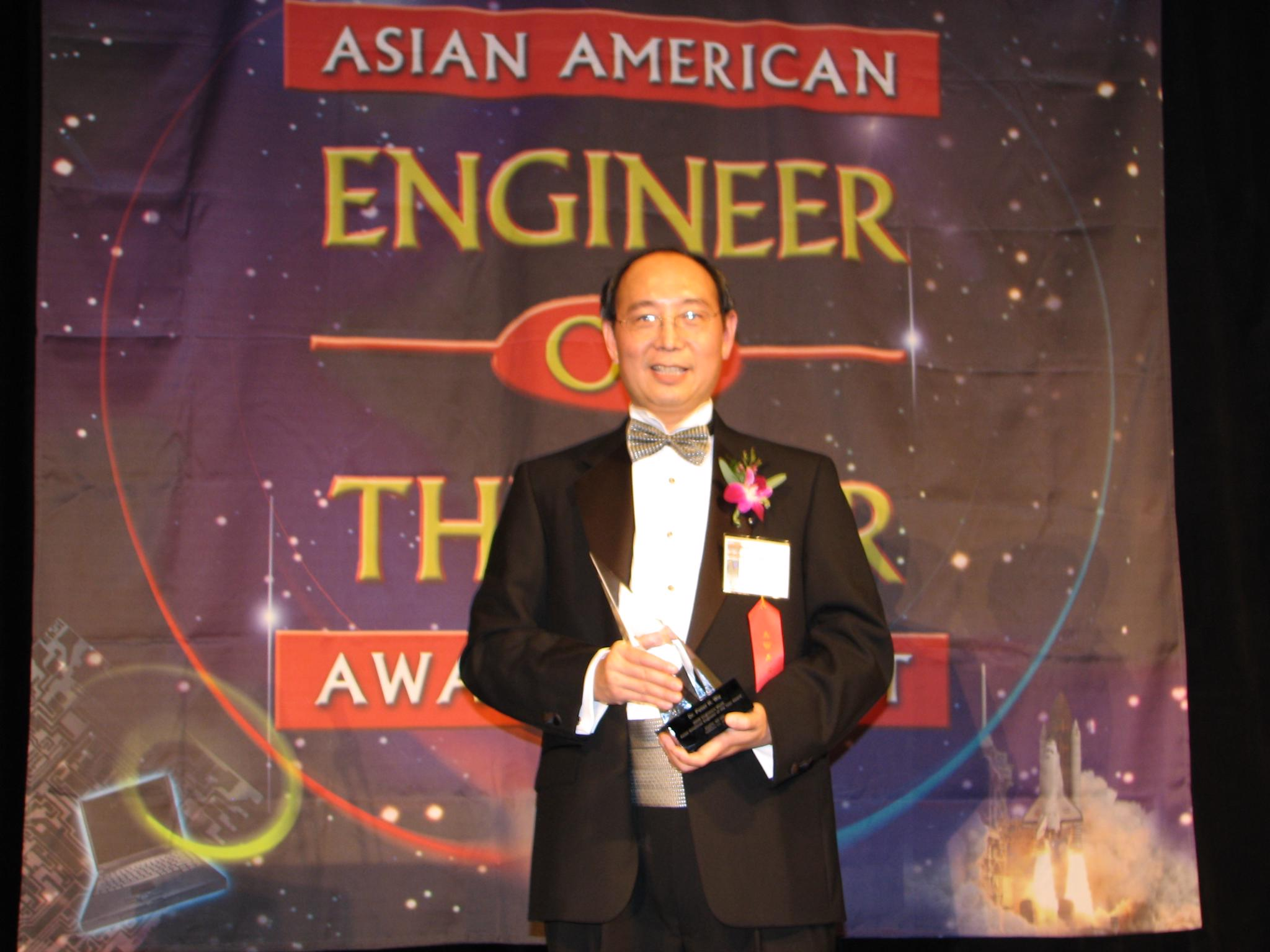 化學系吳洵校友 榮獲美國「亞裔年度工程師獎」 科技先鋒 華人之光