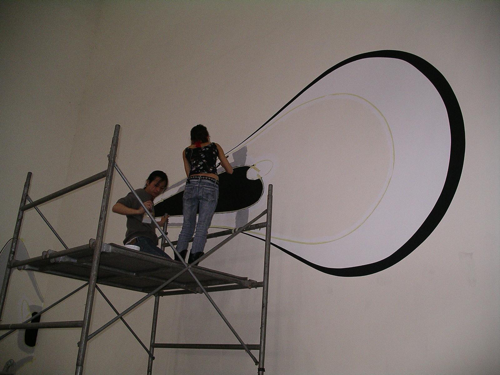 中原大學辦「法國當代繪畫展」學生與藝術家聯手創作