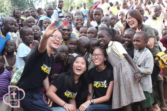 飛越一萬公里的「愛女孩」  中原應外系校友楊怡庭翻轉非洲女孩人生