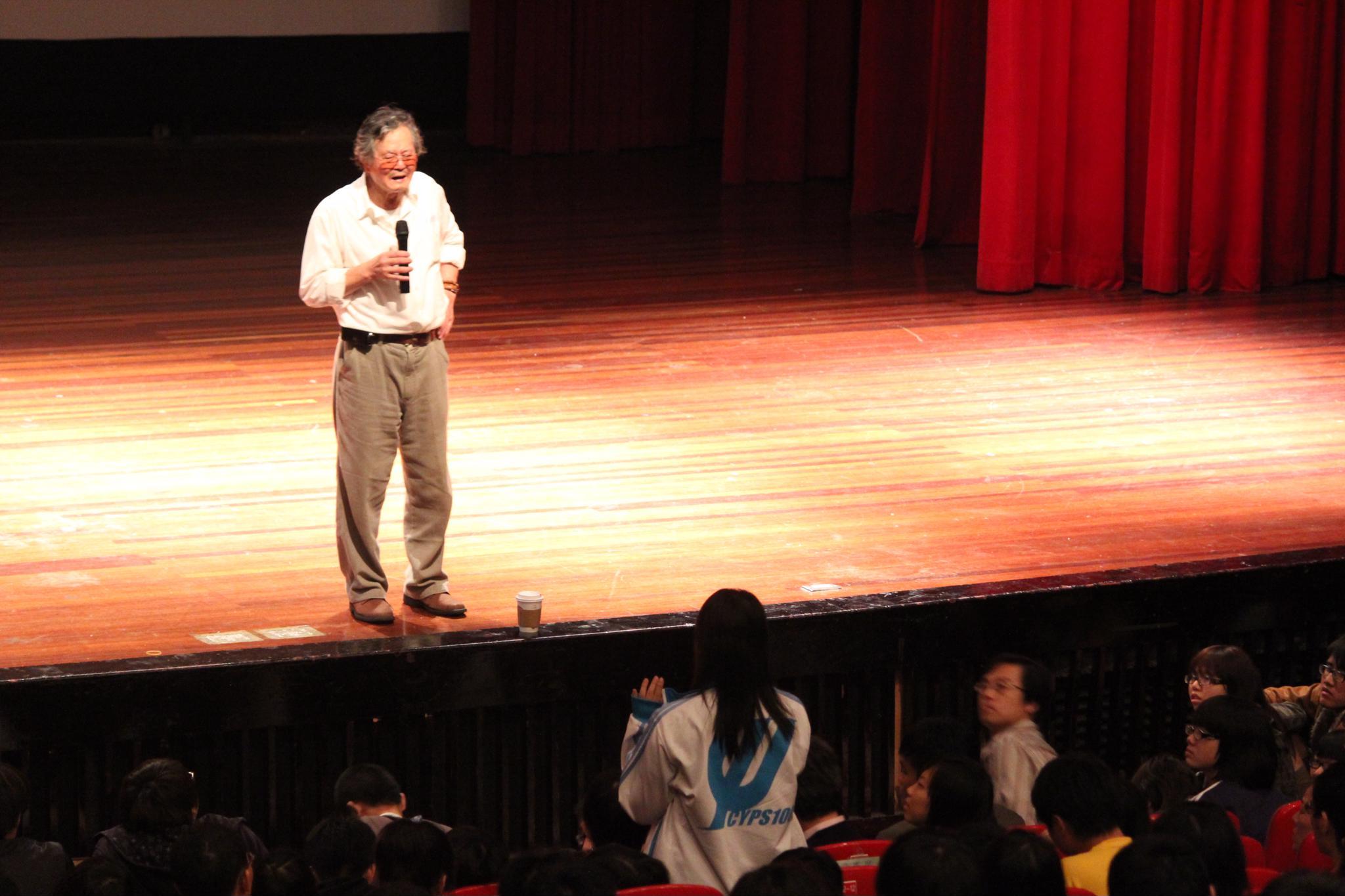 名作家黃春明與中原學子對話 分享創造心靈