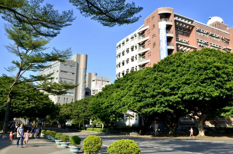 98學年「研究傑出」教師名單公布 楊敏生、童國倫、陳夏宗等三人獲獎