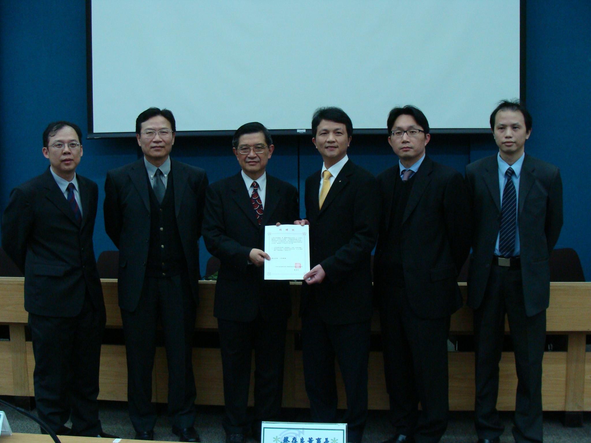 中原大學財金系獲贈百萬軟體 強化「金融數位學習e化教學中心」