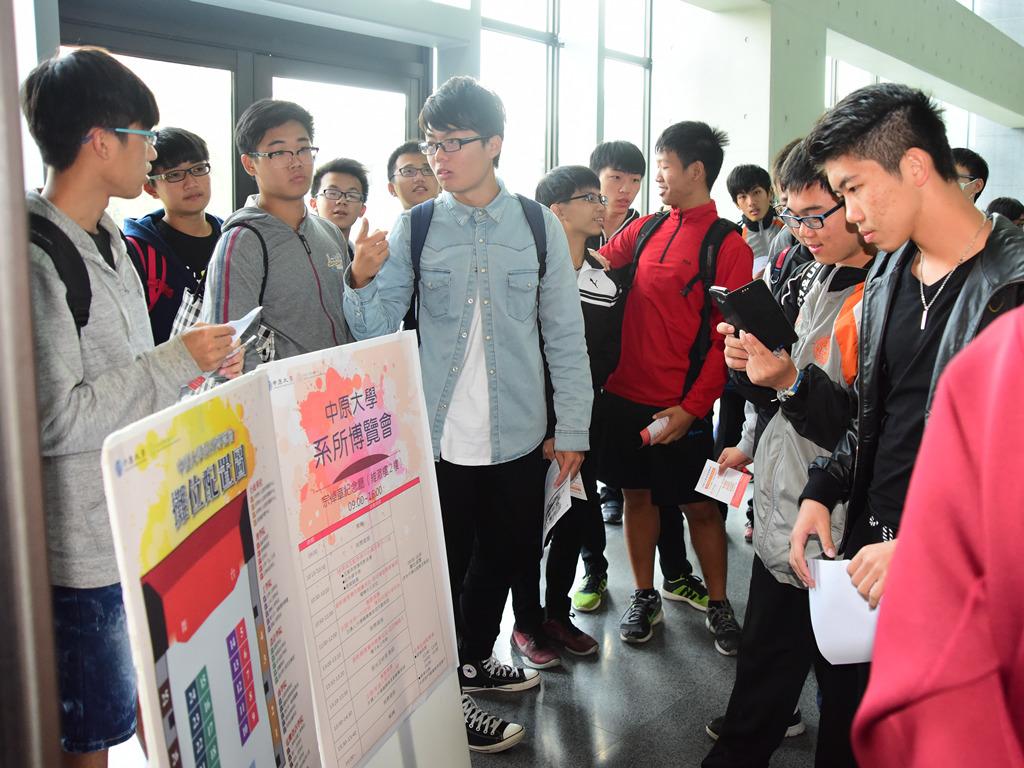 中原大學系所博覽會 以實做教育精彩展現各系所特色