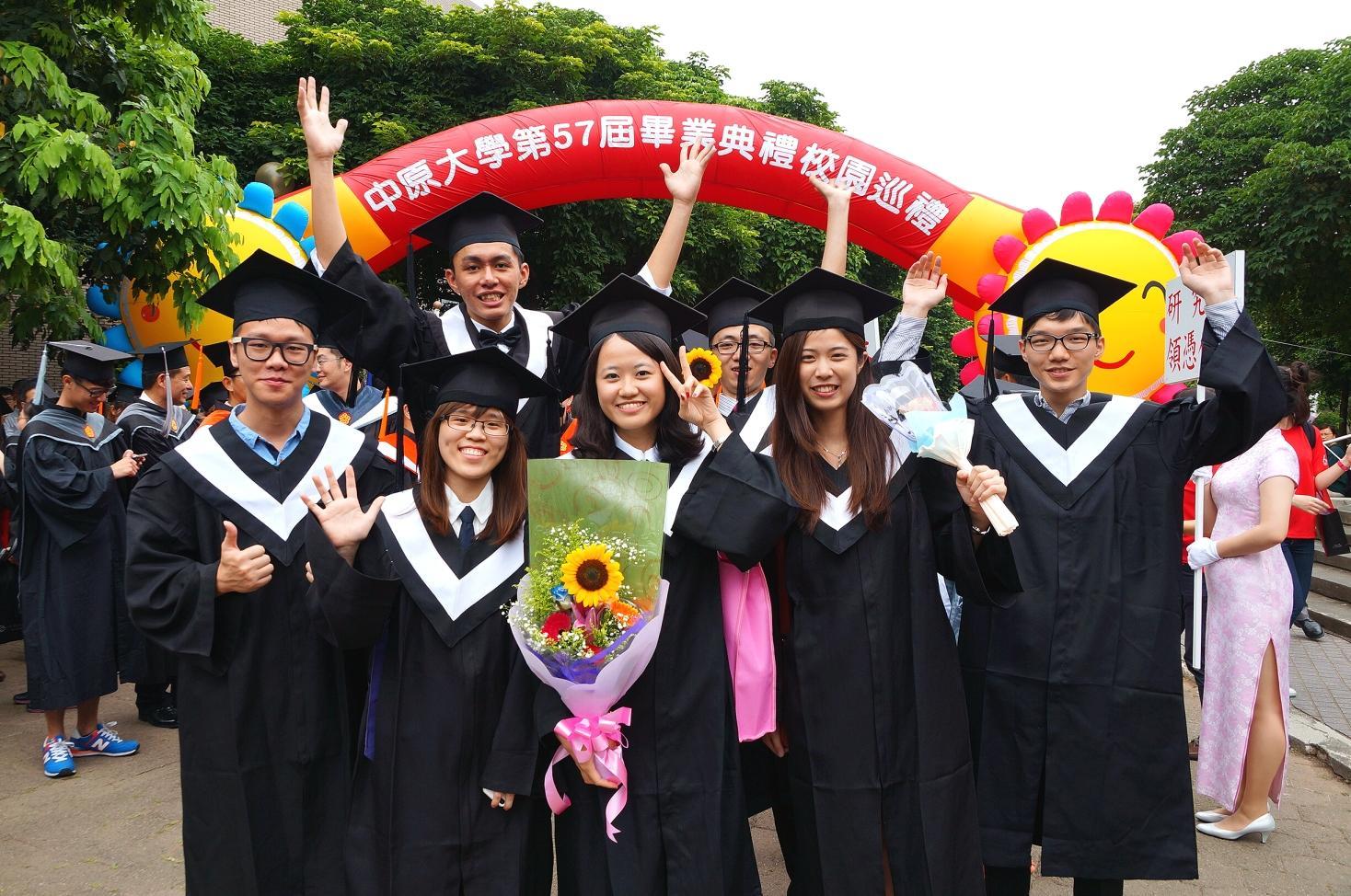 第57屆畢業典禮 法藍瓷陳立恆總裁勉勵畢業生