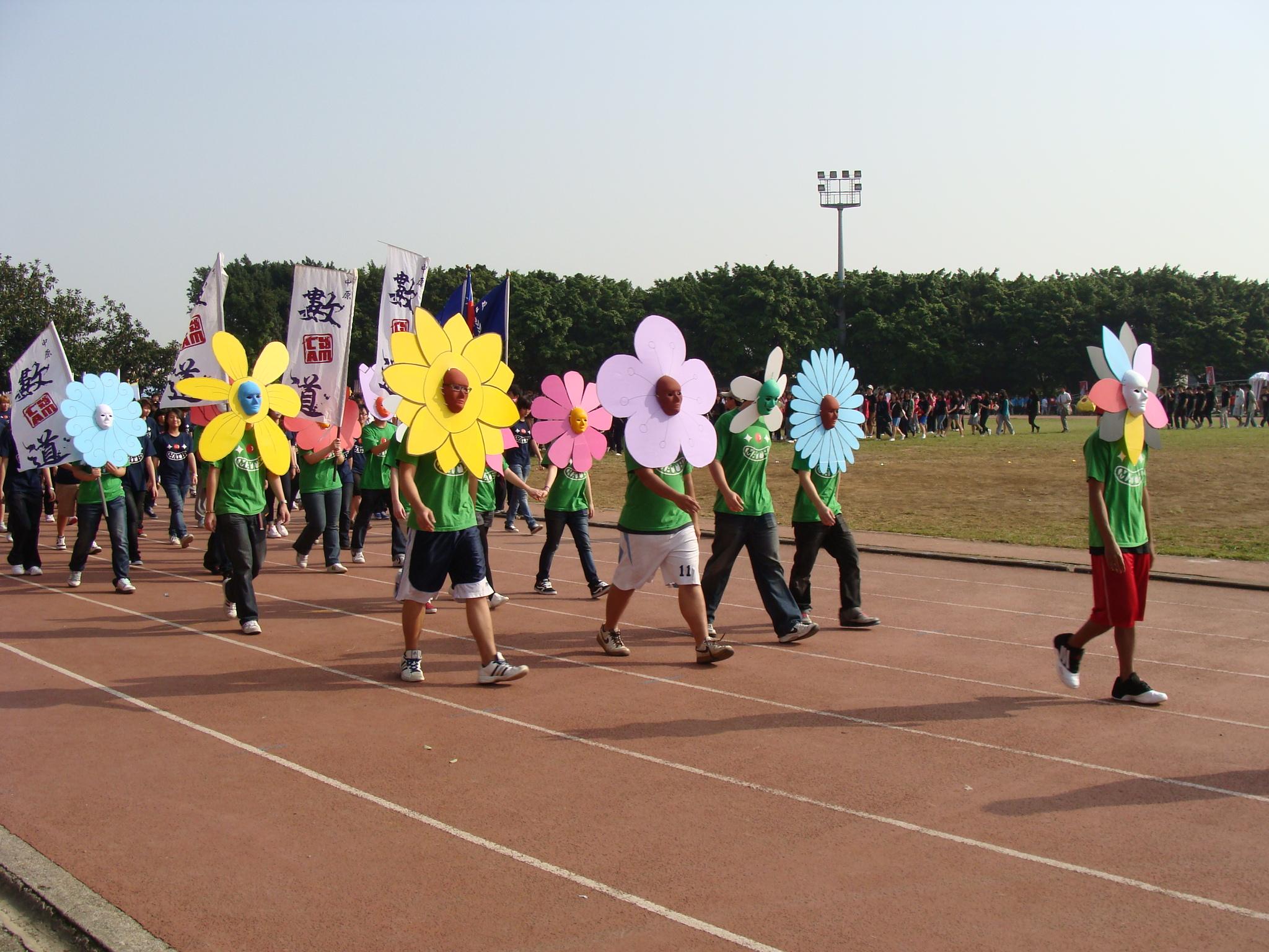 中原大學第54屆運動大會 選手創意繞場吸引全場目光