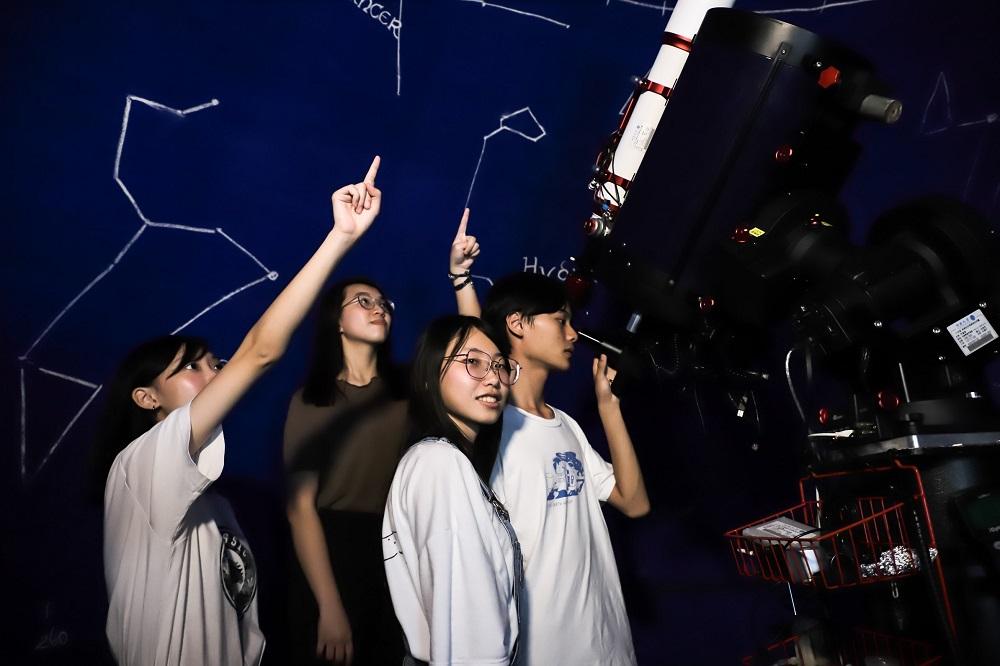 迎接天文罕景「兩次滿月」 中原大學天文社歡迎民眾齊賞月
