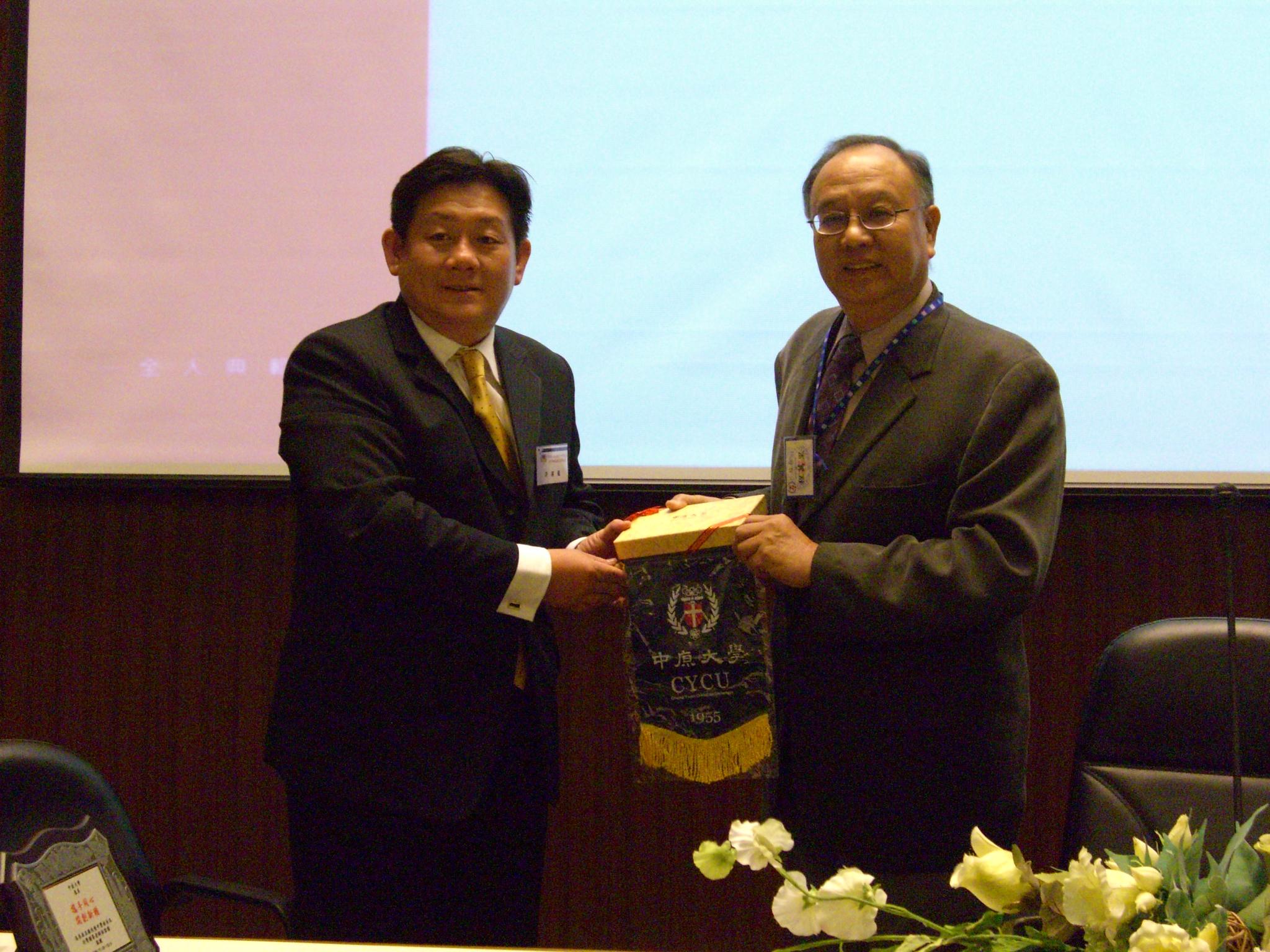 馬來西亞校長及輔導老師團來訪 中原大學熱烈歡迎