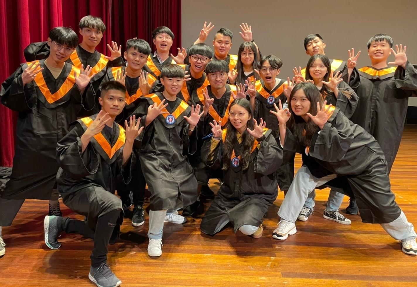 中原大學孕育成就每一位「全人」 10位畢業生榮獲「全人標竿獎」