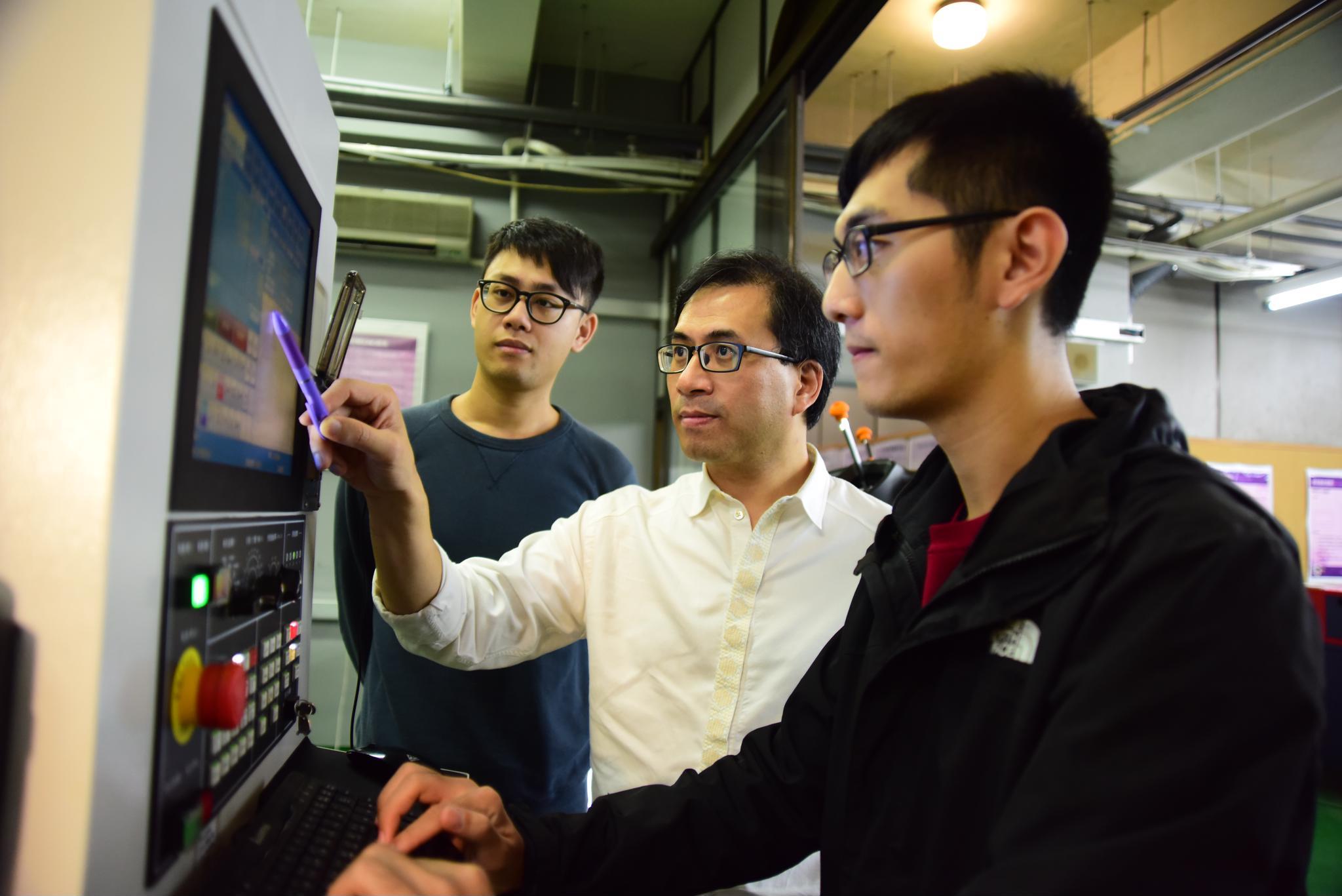 106研究傑出教師 ─ 從單一研究到跨域整合 解決問題的「工業4.0」專家  機械系王世明:善用科技幫助生活!