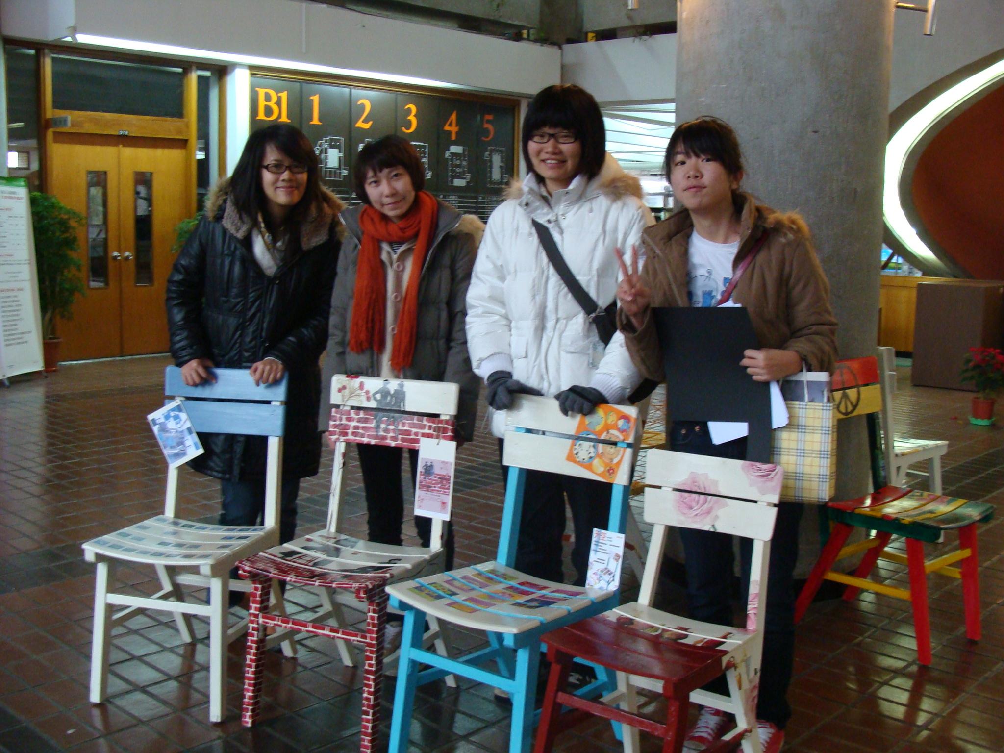 中原學生運用創意與彩繪 賦予舊椅新風貌