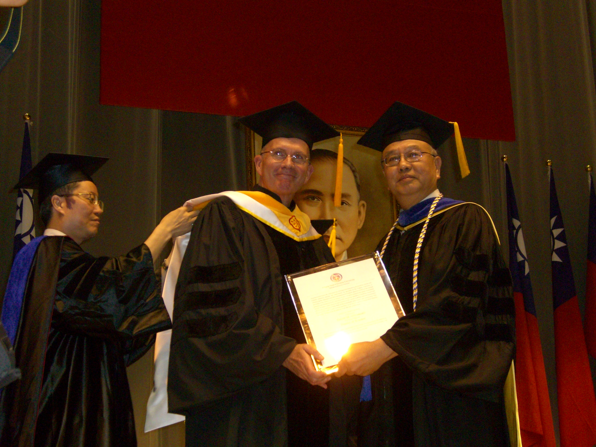 中原大學第51屆畢業典禮 頒贈歐卡諾神父名譽博士學位