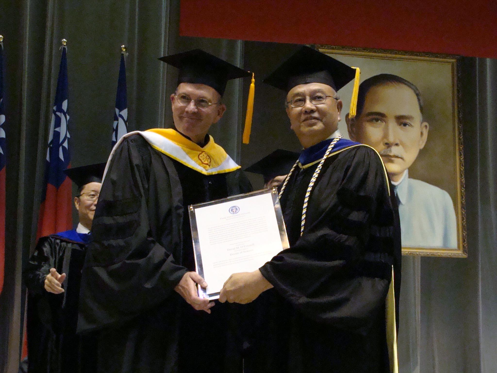 中原大學畢業典禮 頒發美國天主教大學歐卡諾校長名譽博士學位