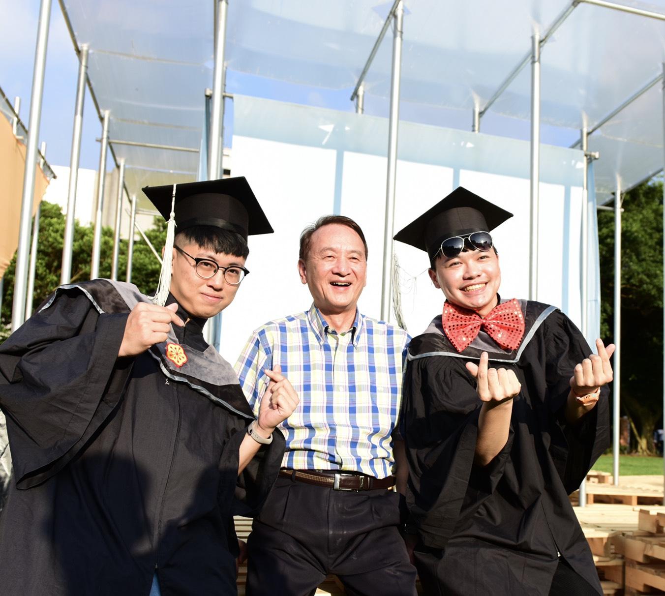 中原大學校長畢典獻唱 祝褔學生為生命帶來美好