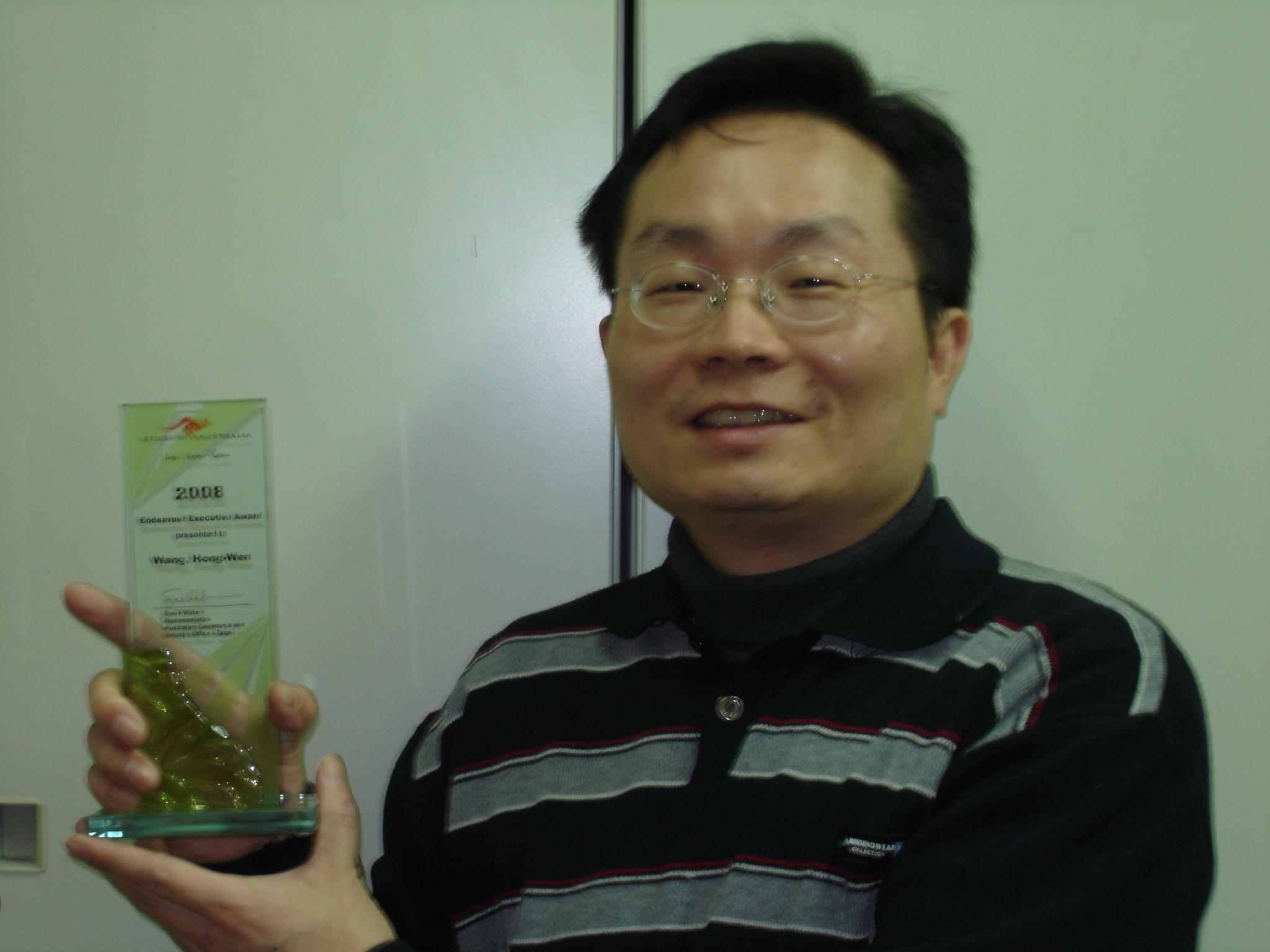 化學系王宏文教授獲頒澳洲政府60萬元研究獎助 台灣區唯一獲獎者