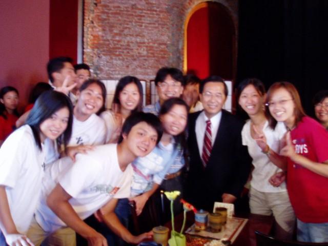 本校青年志工服務隊表現傑出 - 獲陳總統頒獎表揚