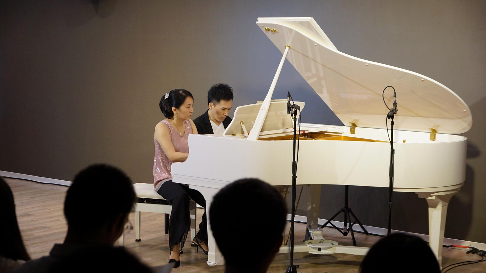 鋼琴王子陳冠宇在中原大學 與陳文婉老師四手聯彈
