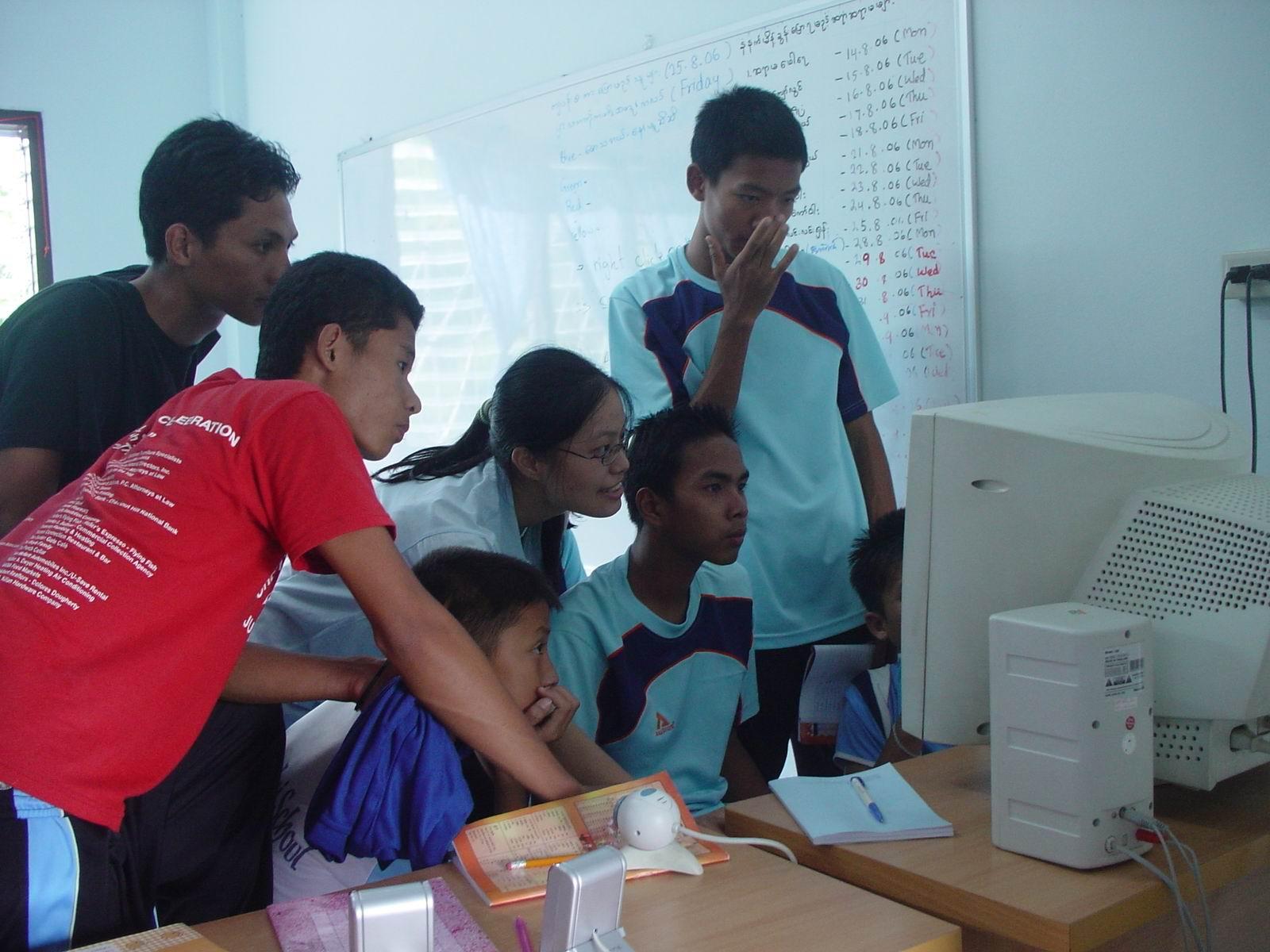 中原大學赴泰緬邊境 協助難民診所建立資訊學習環境