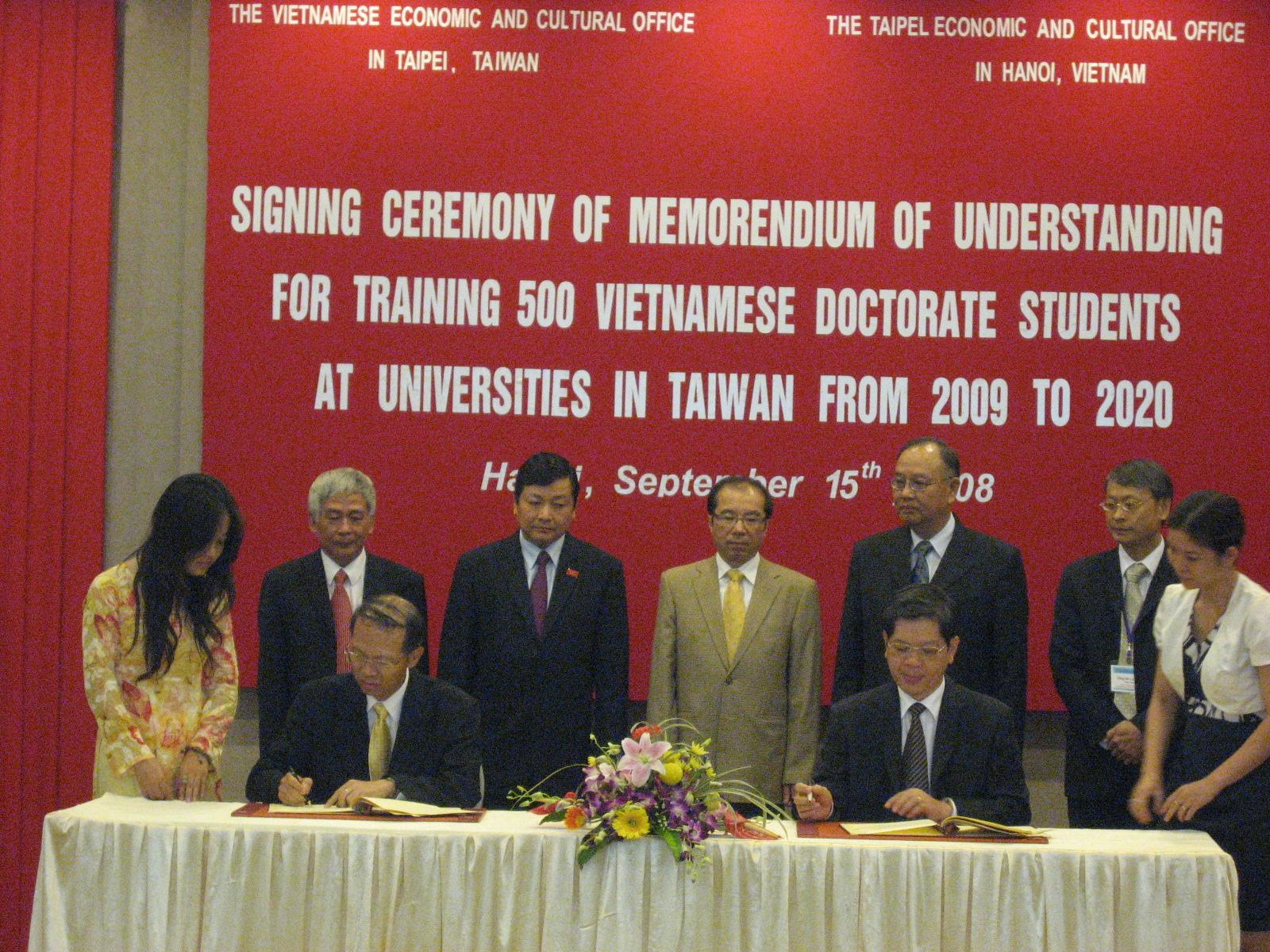 程萬里校長代表教育部率團訪越南 並赴大馬與UCSI簽約