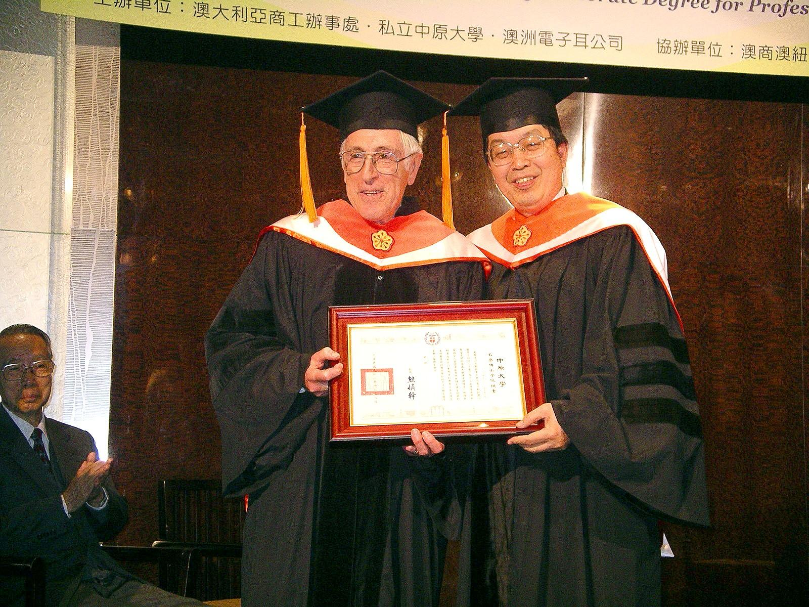 榮譽工學博士葛蘭克拉克教授 - 獲頒學位話說從頭