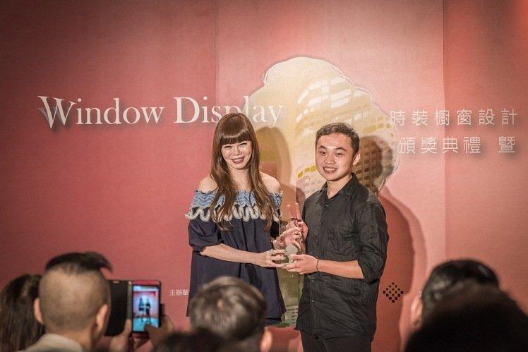 時裝櫥窗設計競賽 中原謝定宏獲得首獎