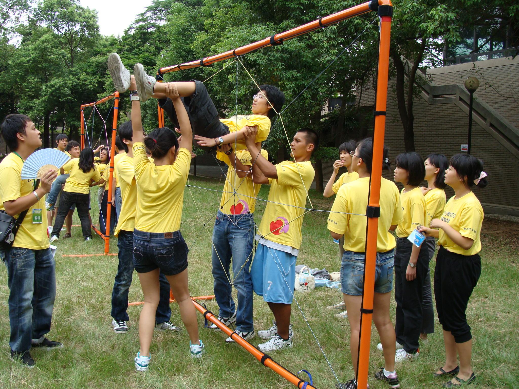 中原大學辦「青年CEO領袖培訓營」 高中生爭當國際志工見習生